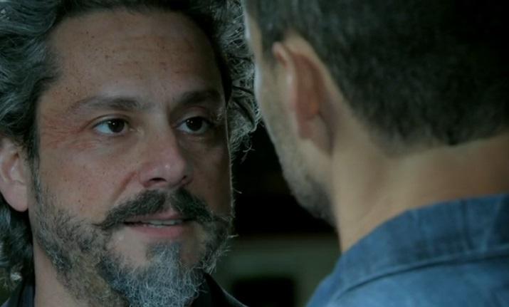 Império: José Alfredo discute com Maurílio