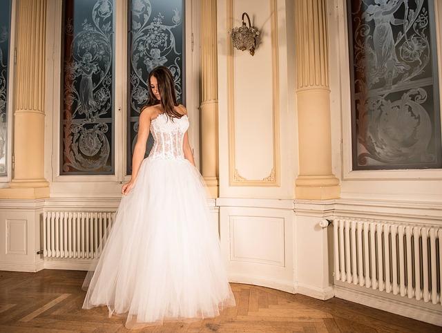 wedding-dress-301817_640 (1)